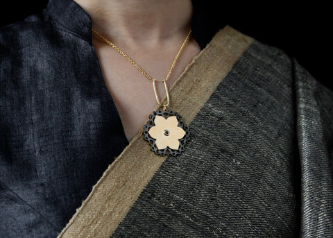Magnificent, gold plated, dual-tone, Mughal lotus necklace