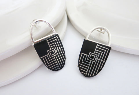 Opulent yet minimalist oval Bidri earrings