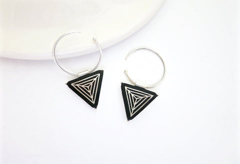 Chic triangular Bidri small open hoops (PB-1376-ER)