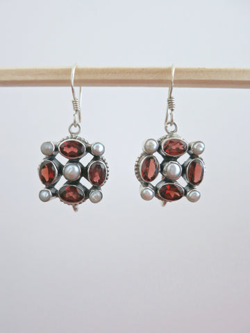 Exquisite garnet and pearl earrings (PBJ-17-T)