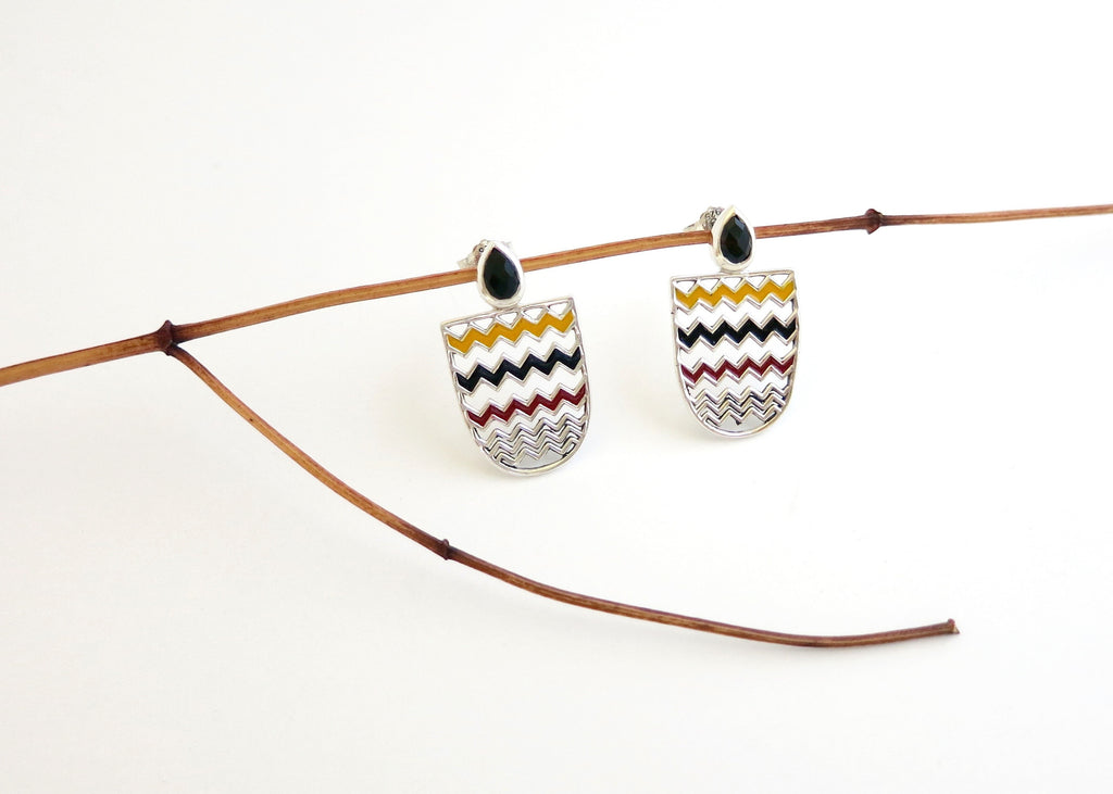 Chic chevron pattern, enamel ear tops with faceted black agate stone (PB-10257-ER)  Earrings Sterling silver handcrafted jewellery. 925 pure silver jewellery. Earrings, nose pins, rings, necklaces, cufflinks, pendants, jhumkas, gold plated, bidri, gemstone jewellery. Handmade in India, fair trade, artisan jewellery.