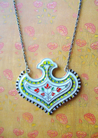 Stunning, Mughal-motif enamel necklace with seed pearls outline
