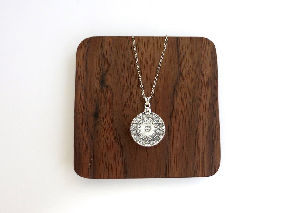 NEW! Gorgeous round locket pendant (PBR-008)