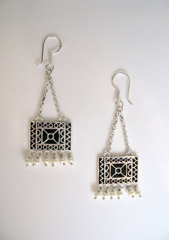 Dangling, bohemian, rectangular chain earrings with pearl fringe