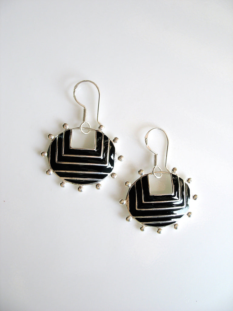 Graphic chic oval earrings with fine black enamel & rava work (PB-4948-ER)  Earrings Sterling silver handcrafted jewellery. 925 pure silver jewellery. Earrings, nose pins, rings, necklaces, cufflinks, pendants, jhumkas, gold plated, bidri, gemstone jewellery. Handmade in India, fair trade, artisan jewellery.