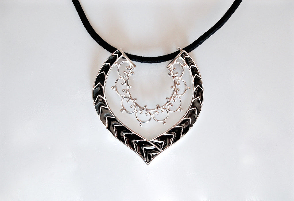 Graceful delicate fine black enamel work pendant (PB-4864-P) - Lai - 1