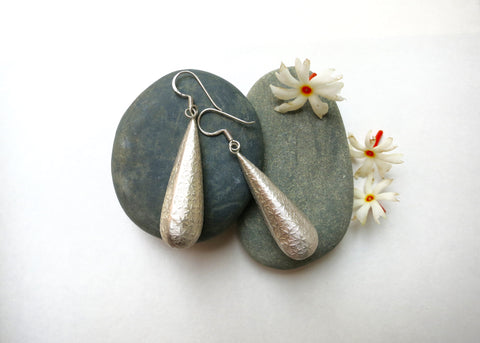 Dramatic, textured long drop earrings (PBE-1005-ER)