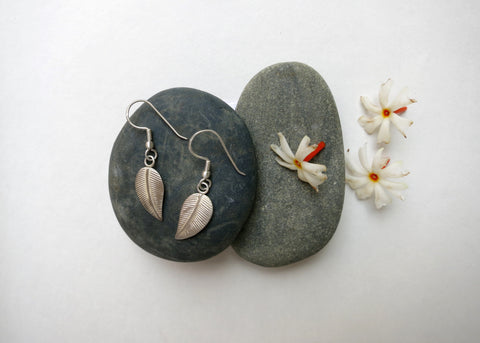 Delicate, light weight, leaf earrings (PBE-1002-ER)