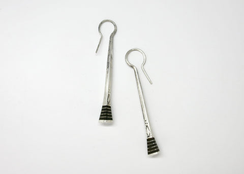 Artistic, sculptural, hand facetted green agate earrings with silver beads (PBE-1032-ER)