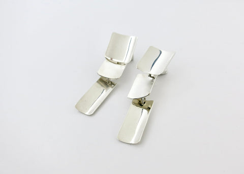 Beautiful, hand-carved soap stone earrings with conical silver bead (PBE-1031-ER)
