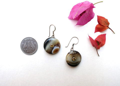Simple, chic, blackish-brown banded agate dangling agate set with facetted semi precious stone in center (PBE-1045-ER)  Earrings Sterling silver handcrafted jewellery. 925 pure silver jewellery. Earrings, nose pins, rings, necklaces, cufflinks, pendants, jhumkas, gold plated, bidri, gemstone jewellery. Handmade in India, fair trade, artisan jewellery.