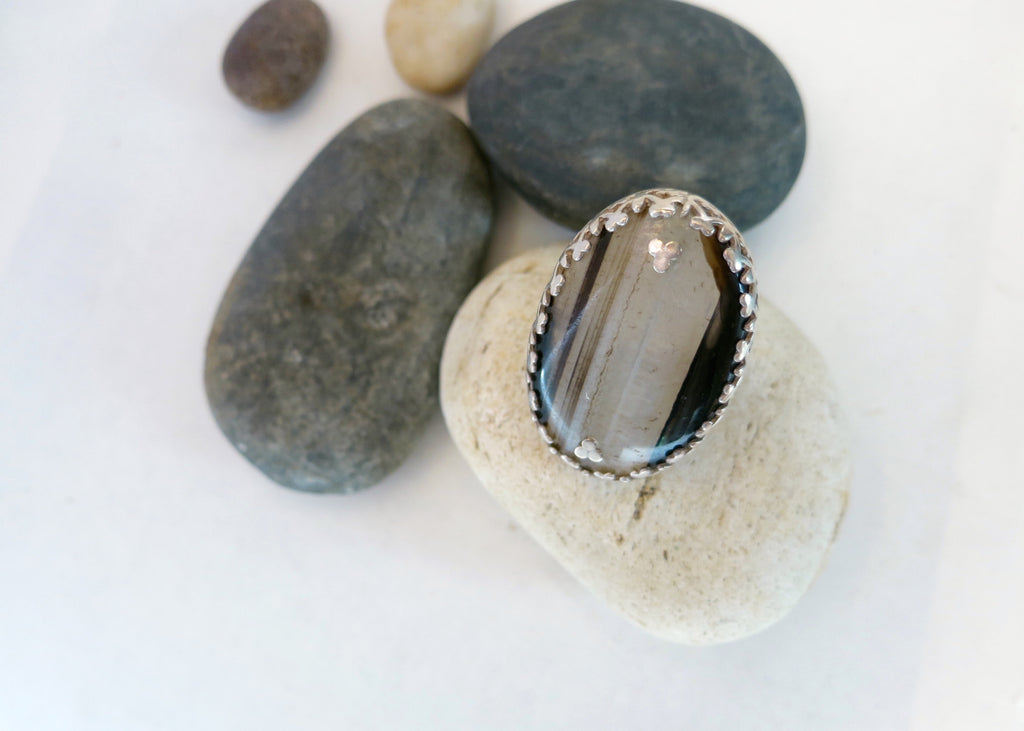 Statement ring in banded agate with a wirework lattice bezel (PBE-1054-R)