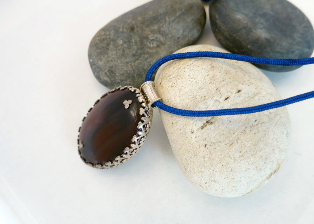 Gorgeous, statement agate pendant with a wirework lattice bezel (PBE-1053-P)  Necklace, Pendant Sterling silver handcrafted jewellery. 925 pure silver jewellery. Earrings, nose pins, rings, necklaces, cufflinks, pendants, jhumkas, gold plated, bidri, gemstone jewellery. Handmade in India, fair trade, artisan jewellery.