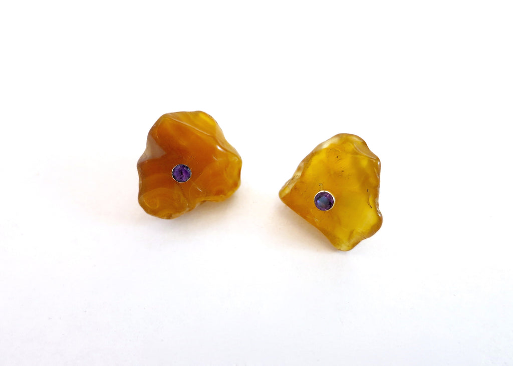 Unique, tumble polished honey agate studs set with facetted semi precious stone in center (PBE-1049-ER)