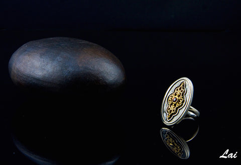 Gorgeous, oval signet ring with garnet and gold plated detailing