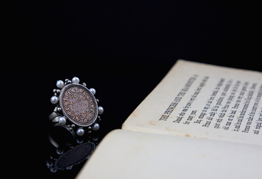 Stunning vintage Indian coin ring with pearl frame (PB-1508-R) -  - 1
