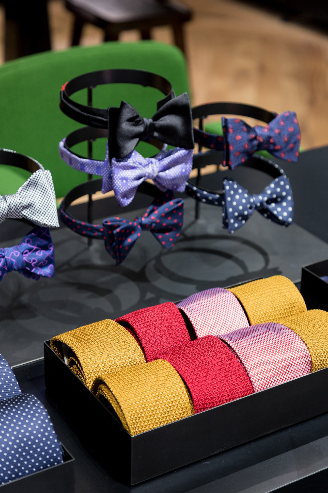 Masculin Singulier focus ties and bow ties papillons