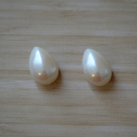 White Pearl Large Teardrop Vintage Buttons - 20mm
