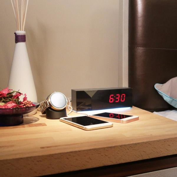 WITTI USB Charging Alarm Clock