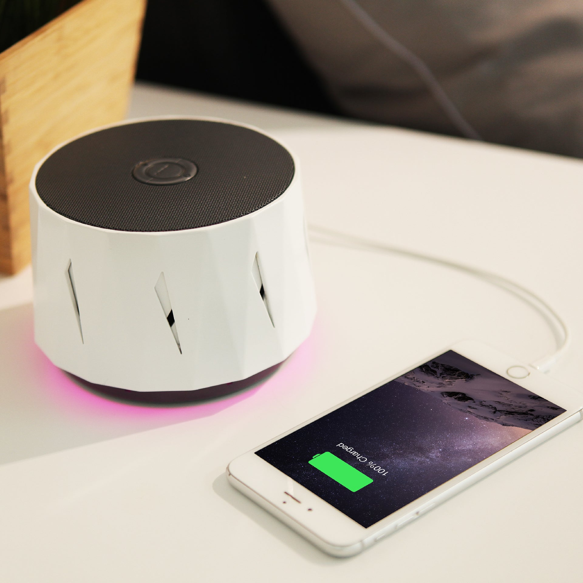 DOZZI White Noise Machine with mood light and USB charger