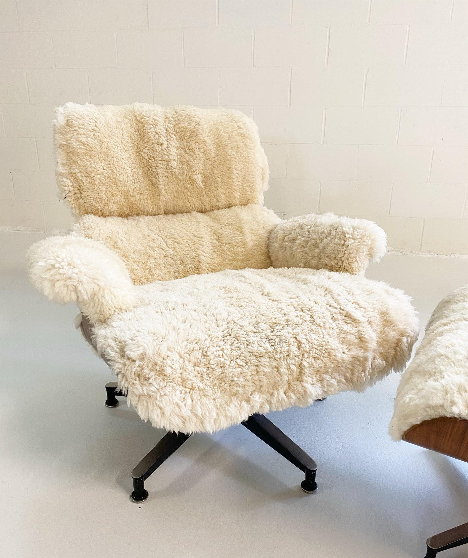 670 Lounge Chair and 671 Ottoman in California Sheepskin