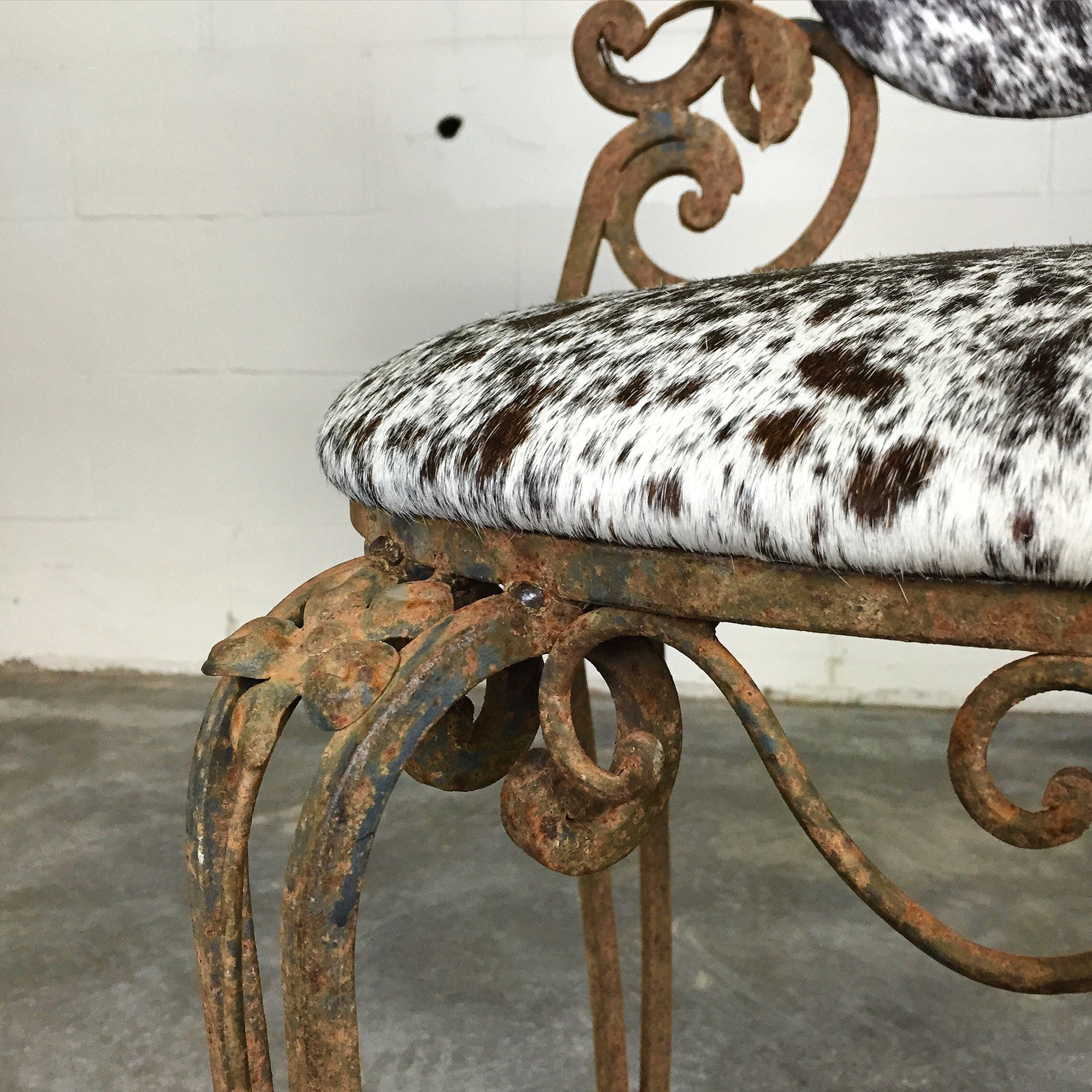 Iron Garden Chairs in Brazilian Cowhide - FORSYTH