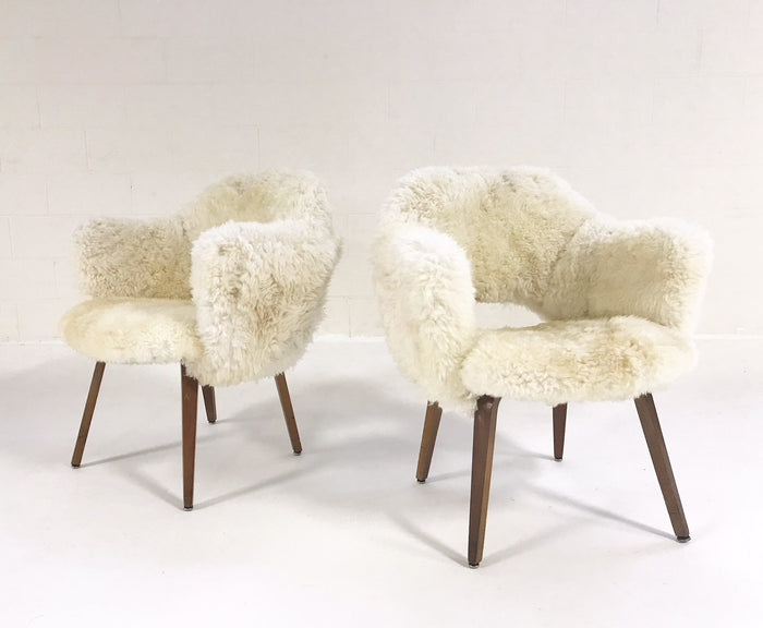 Eero Saarinen Executive Armchairs for Knoll with Walnut Legs Reupholstered in Brazilian Sheepskin - Pair