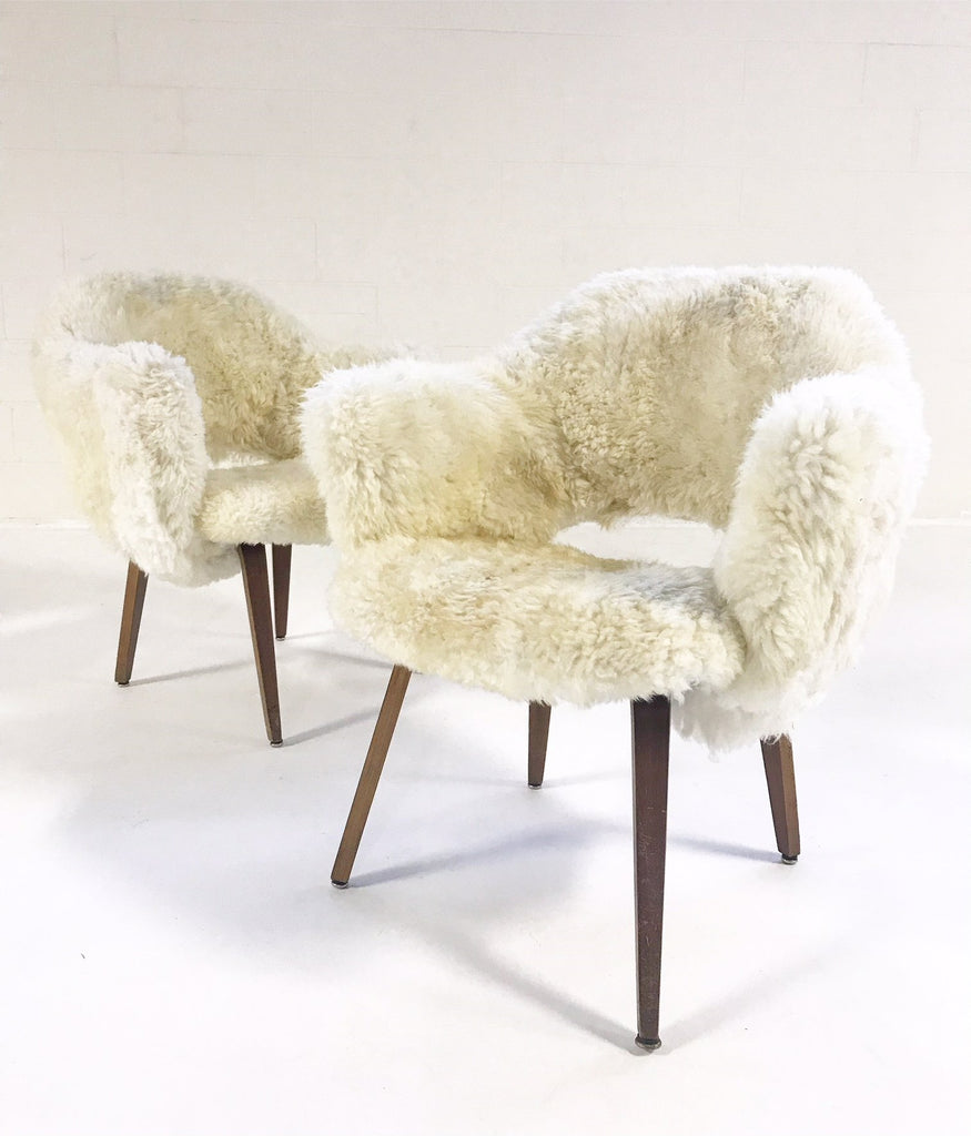 Eero Saarinen Executive Armchairs For Knoll With Walnut Legs Reupholstered  In Brazilian Sheepskin   Pair