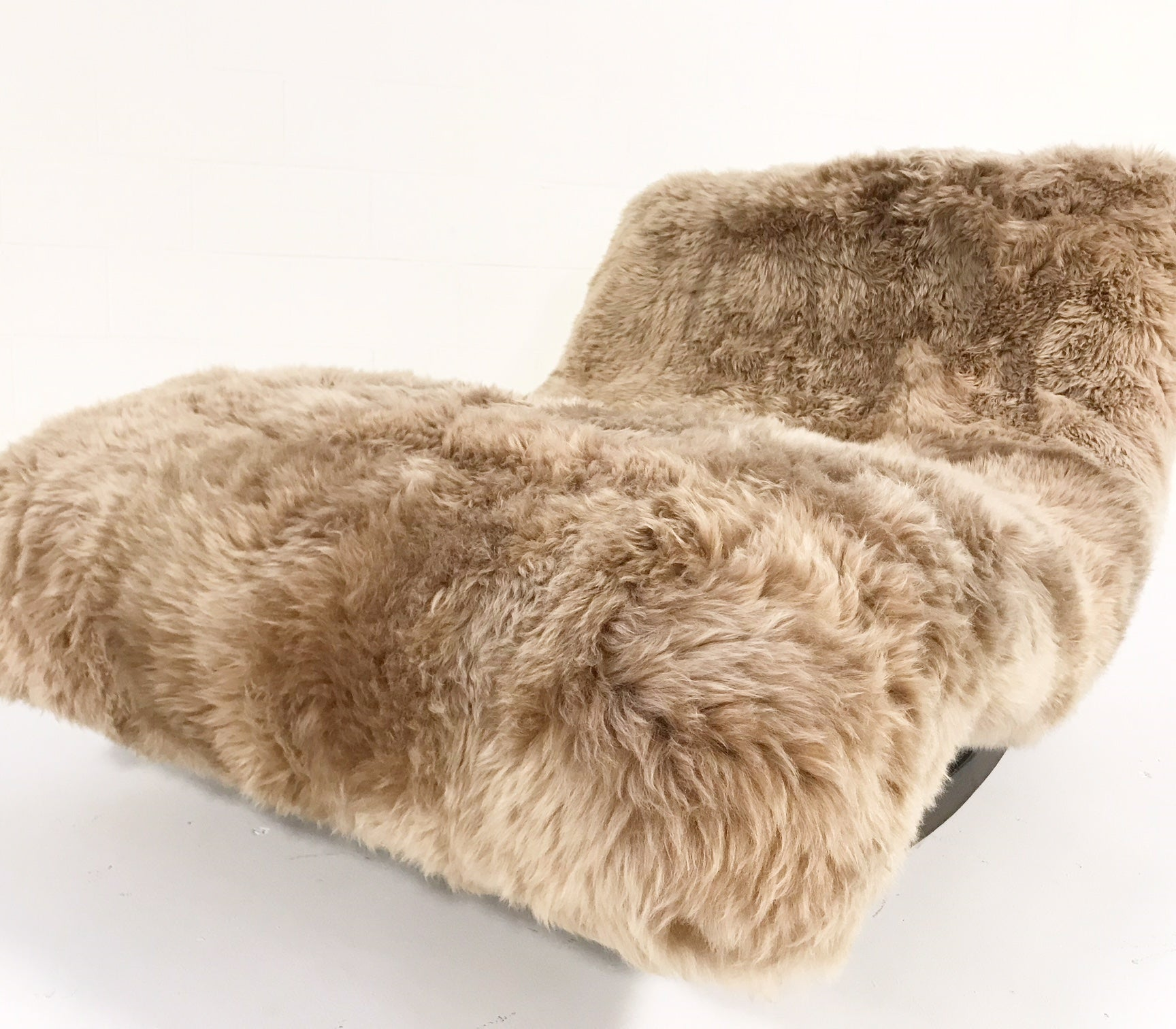 Rocking Wave Chaise Lounge in New Zealand Sheepskin - FORSYTH