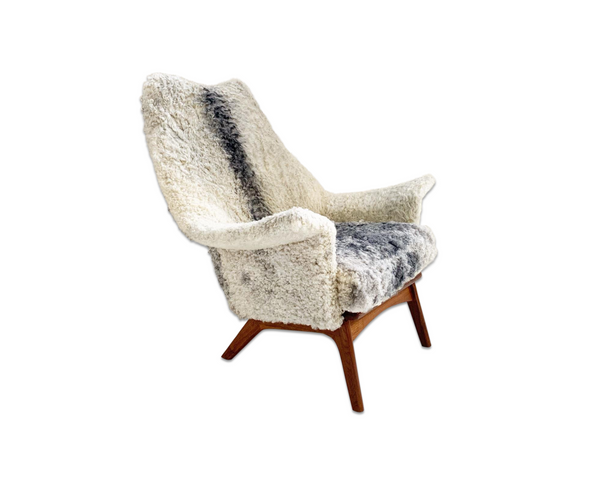1611 C Lounge Chair in Gotland Sheepskin - FORSYTH
