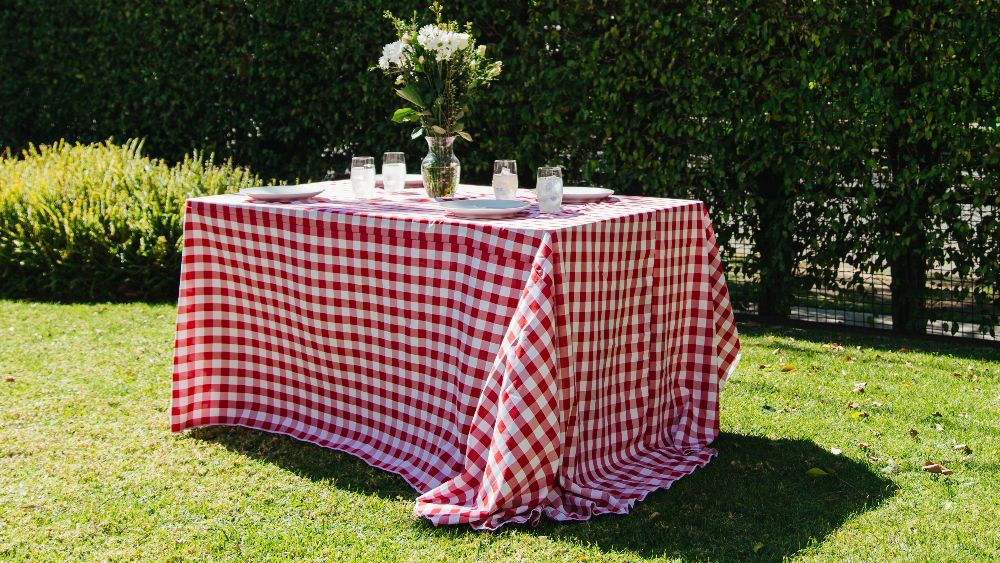 Checkered Rectangular Tablecloth 90 by 132-Inch in White and Red