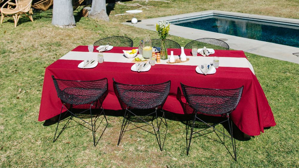 Polyester Poplin Rectangular Tablecloth 90 by 156-Inch in Cranberry