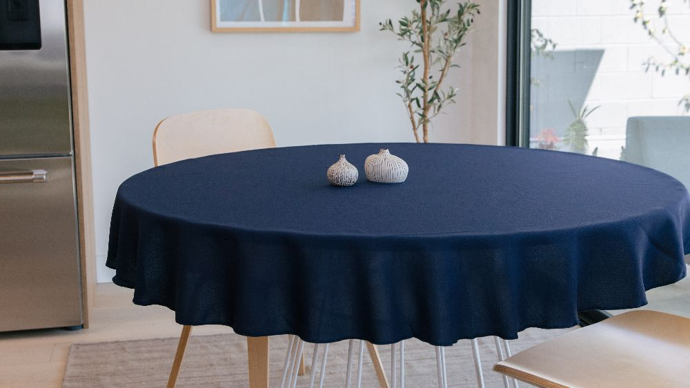 Polyester Poplin Round Tablecloth 58-Inch in Navy