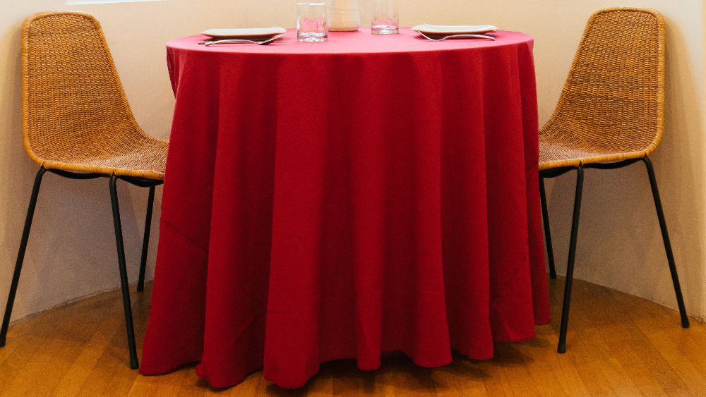 Polyester Poplin Round Tablecloth 108-Inch in Cranberry