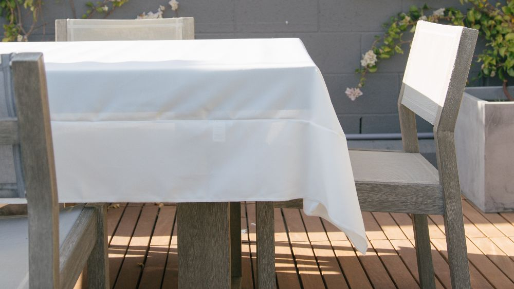Polyester Poplin Square Tablecloth 72 by 72-Inch in White