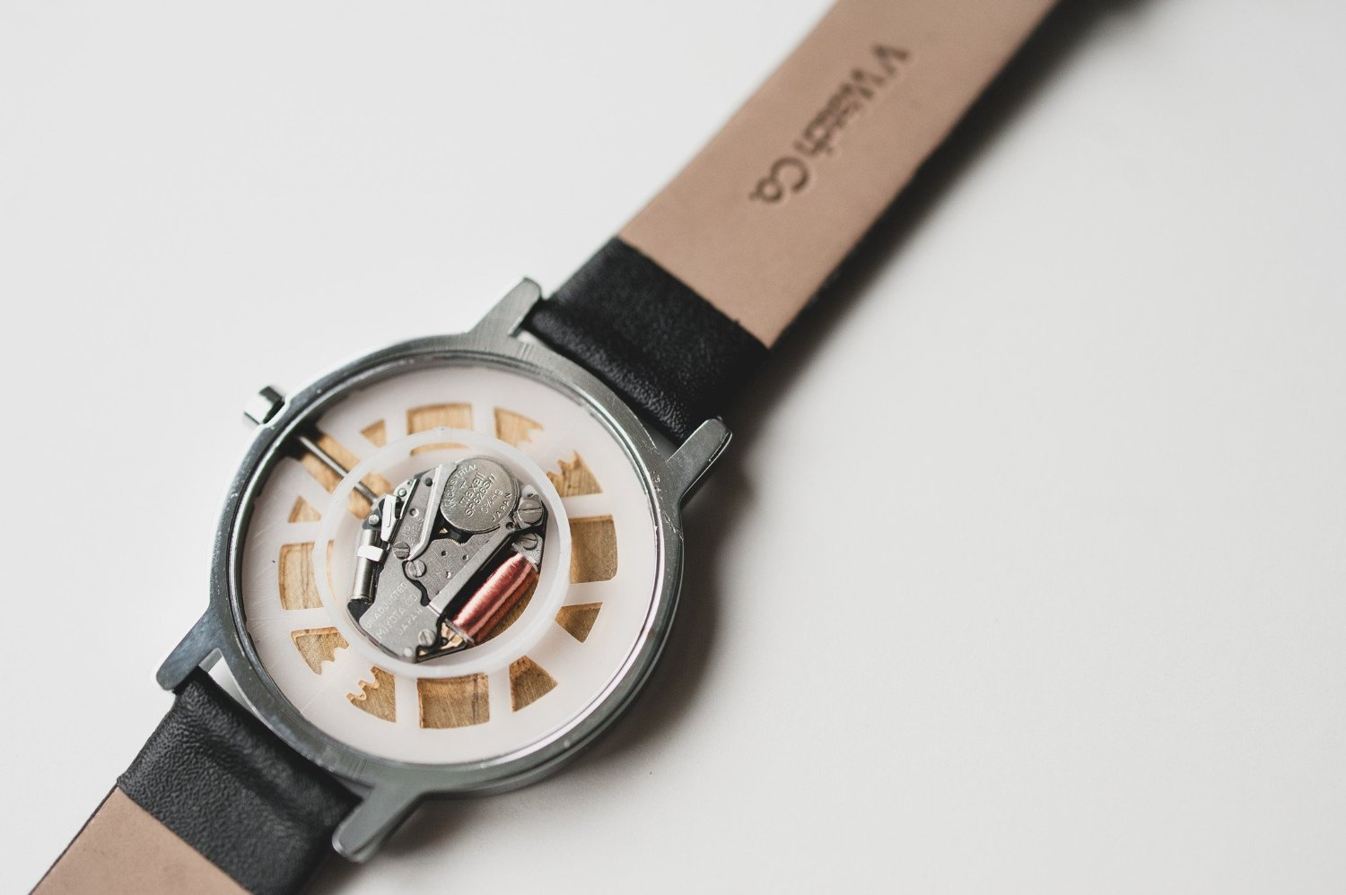 V WATCH CO. / White dial - HODINA