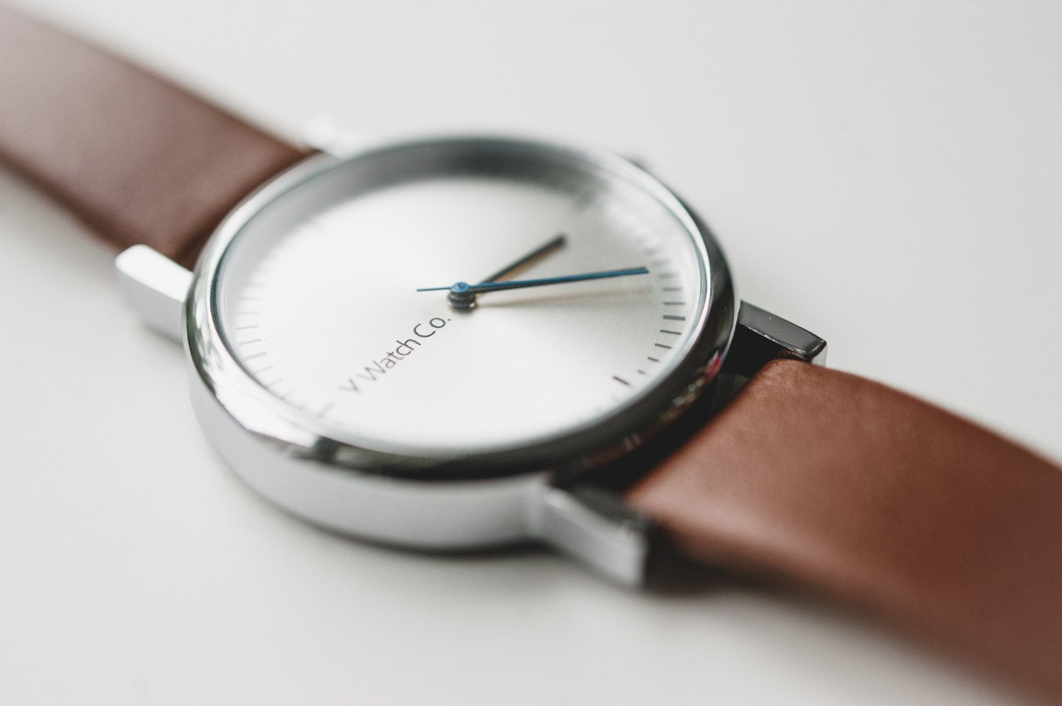 V WATCH CO. / Brushed dial - HODINA