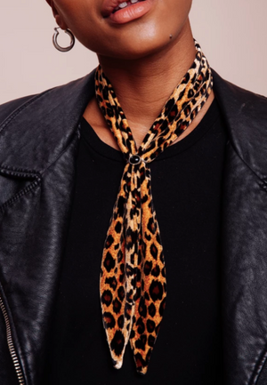 Load image into Gallery viewer, Leopard Velvet Scarf Tie