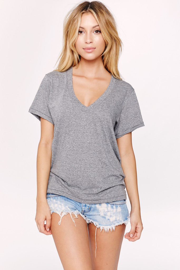 The V-neck in heather grey