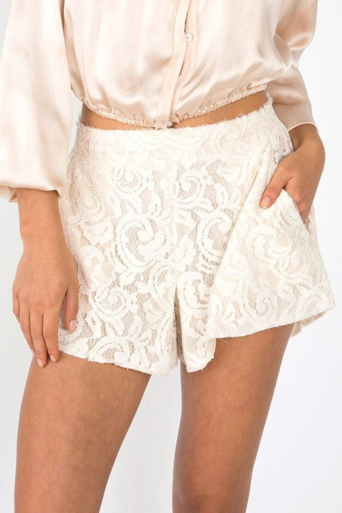 Lace true waist shorts in cream
