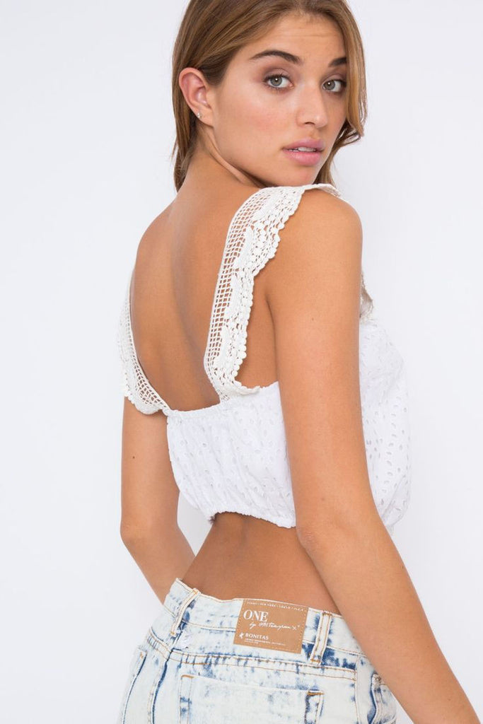 Perfectly deserted blouse in white eyelet