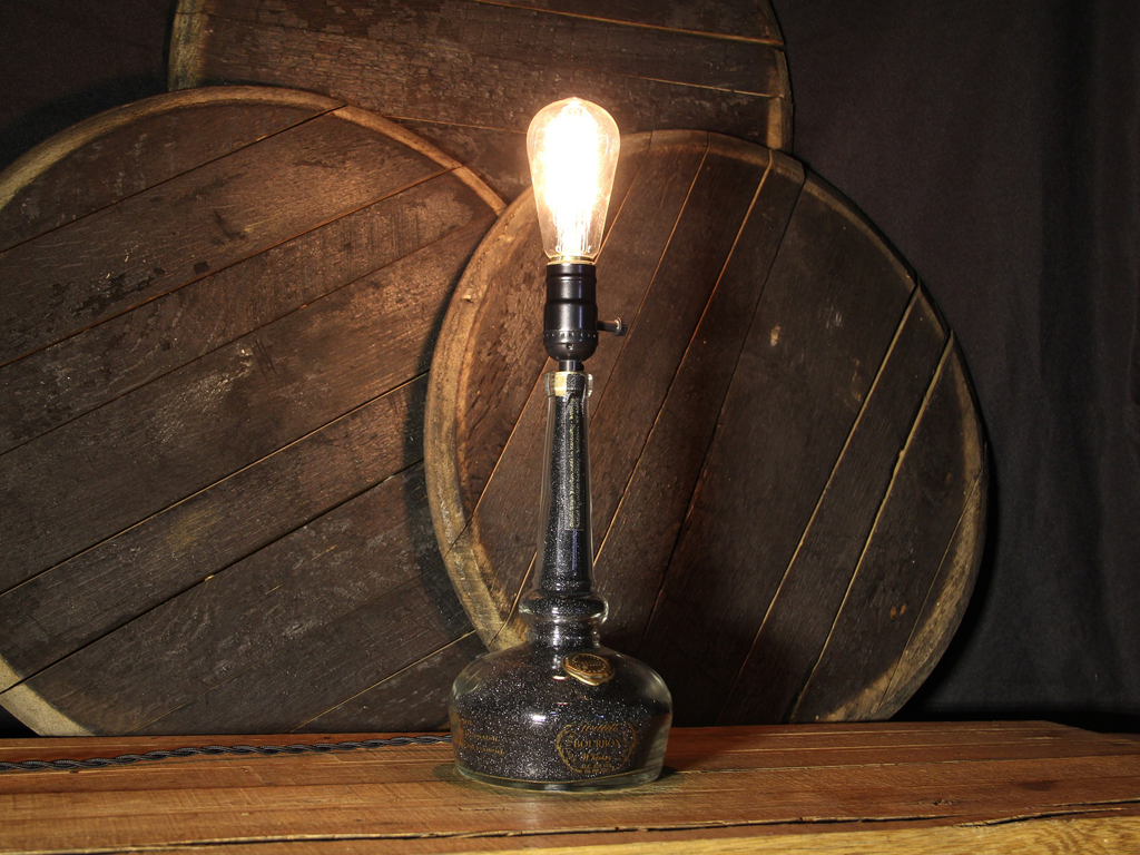 ReWicked Candle: Willet Lamp Black Sand
