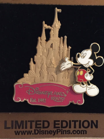 Mickey Gold Card- Disneyland Paris Limited Edition Pin