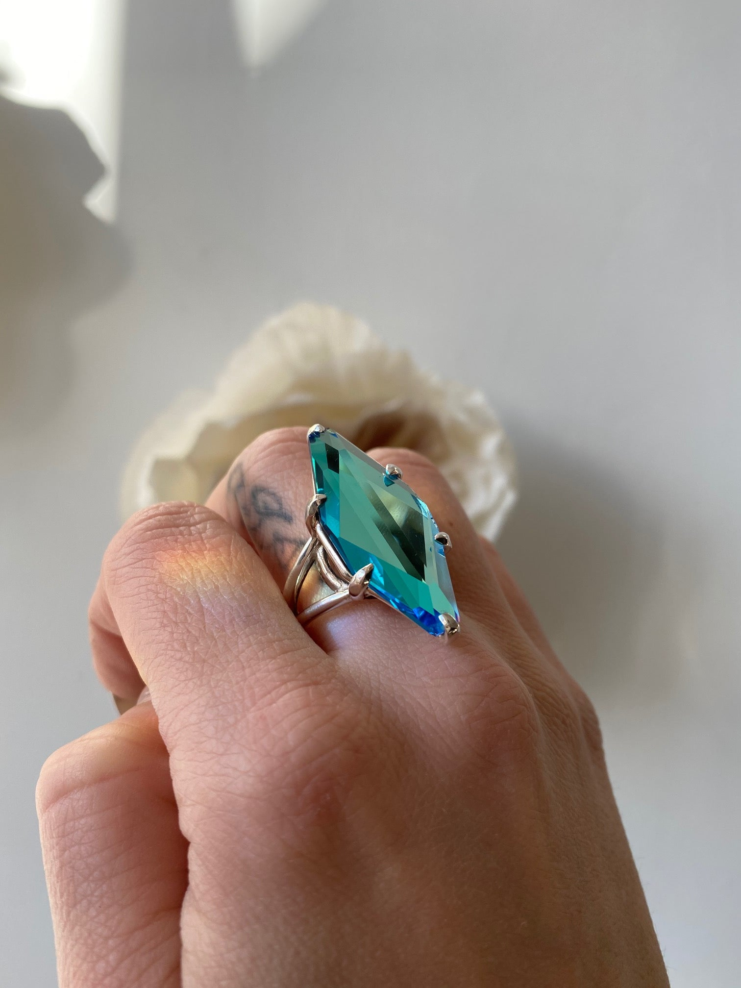 Idol Light Gem Cut Rhombus Ring Ice