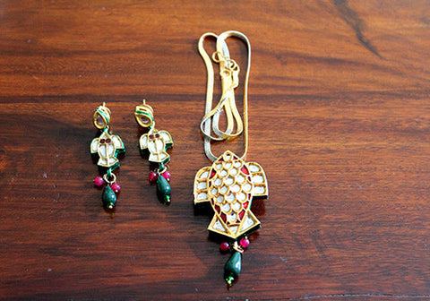 Kundan Necklace and Earring Set Design 4