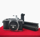 USED-Olympus OMD E-M5 Camera Body With HLD-6 Battery Grip, 80% Like New Condition,S/N:BF5509544,YL PJ.