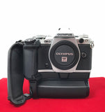 USED-Olympus E-M5 Mark II Body With HLD 8 Battery Grip,75% Like New Condition,S/N:BFKA30946,YL PJ.