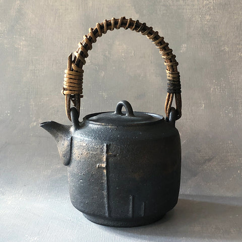 Mangan Vine Handle Teapot