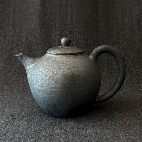 Mangan Back Handle Round Teapot