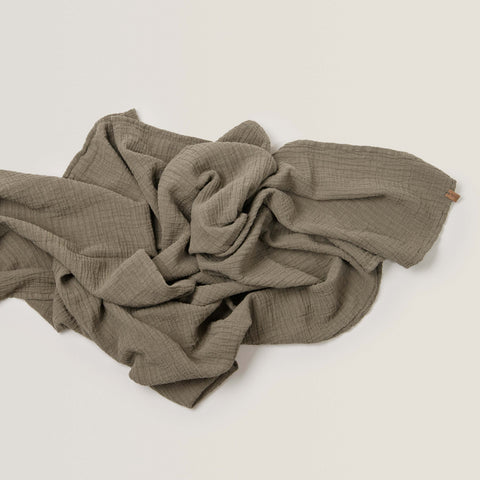 GARBO AND FRIENDS / Muslin swaddle geranium